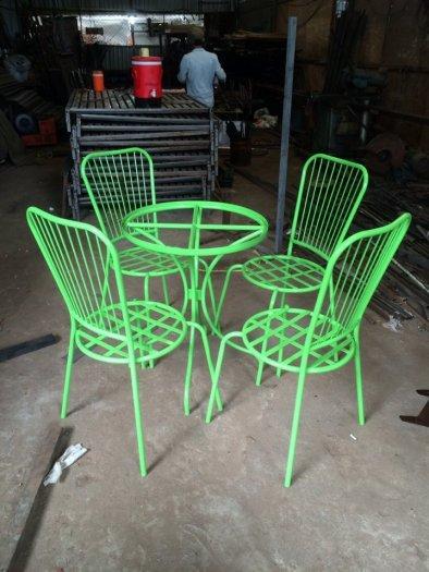 Những mẫu bàn ghế sắt mỹ nghệ hiện đại.0