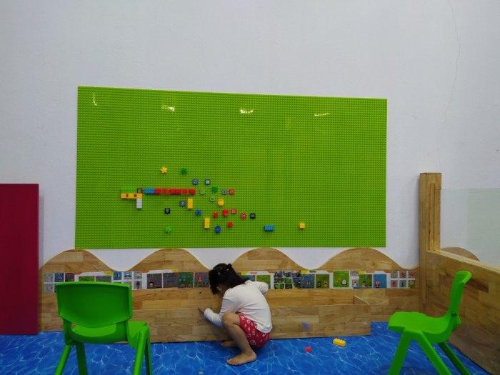 Bộ xếp hình lắp ghép LEGO gắn tường cho bé mầm non4
