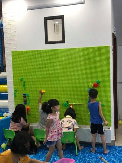 Bộ xếp hình lắp ghép LEGO gắn tường cho bé mầm non3