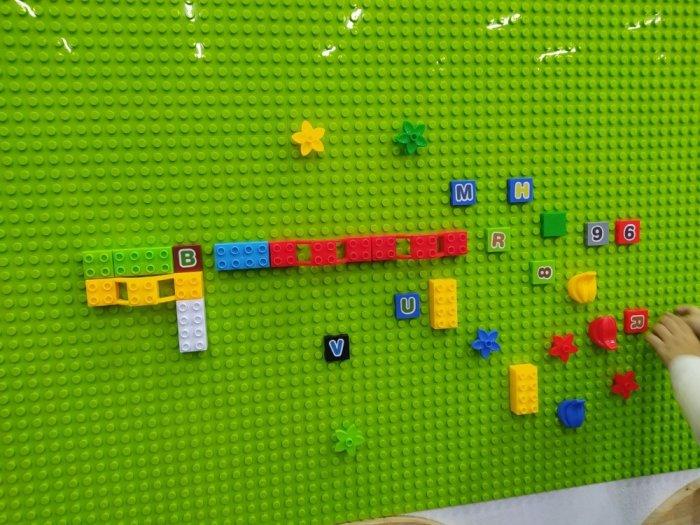 Bộ xếp hình lắp ghép LEGO gắn tường cho bé mầm non1
