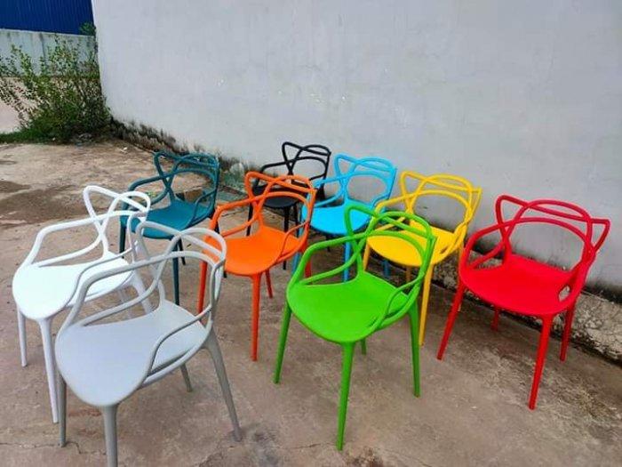 Ghế nhựa đúc nữ hoàng nhiều màu.1