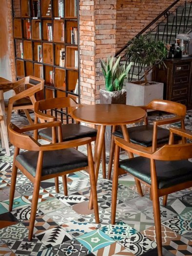 Cần bán bàn ghế cafe GỖ giá cả cạnh tranh2