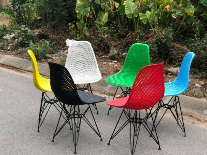 Ghế nhựa đúc nhiều màu,mẫu mã đa dạng hòa hợp với mọi không gian3