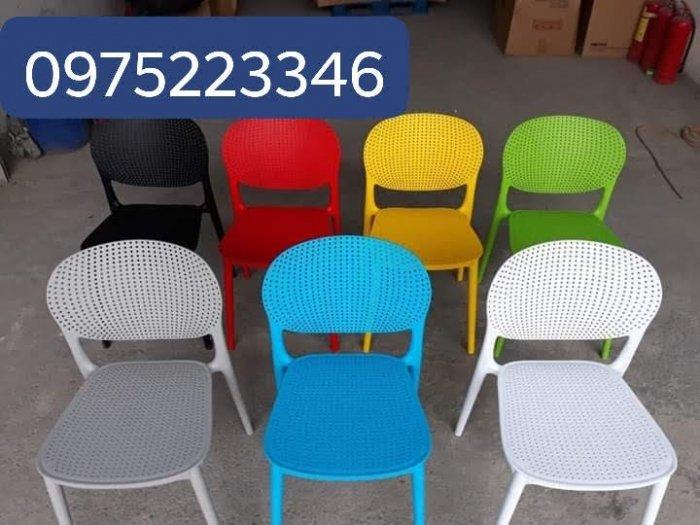 Ghế nhựa đúc nhiều màu,mẫu mã đa dạng hòa hợp với mọi không gian1
