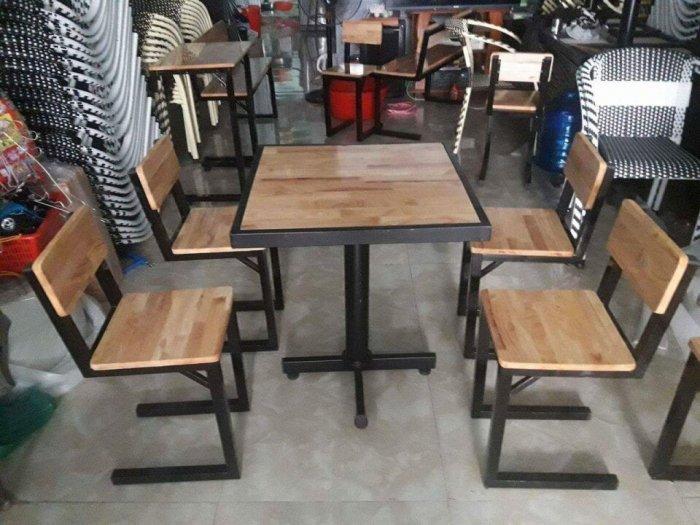 Bàn ghế gỗ sắt màu sơn tỉnh điện..giá rẻ là đây1