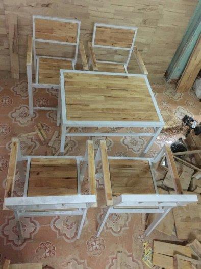 Bàn ghế gỗ sắt màu sơn tỉnh điện..giá rẻ là đây0