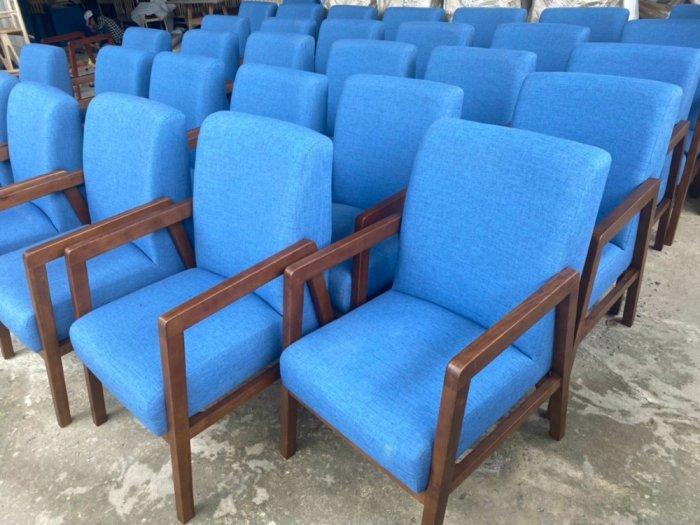 Chuyên si lẻ các loại bàn ghế gỗ bọc nệm...0