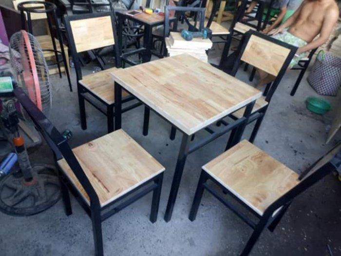 Bộ bàn ăn sắt sơn tỉnh điện...0