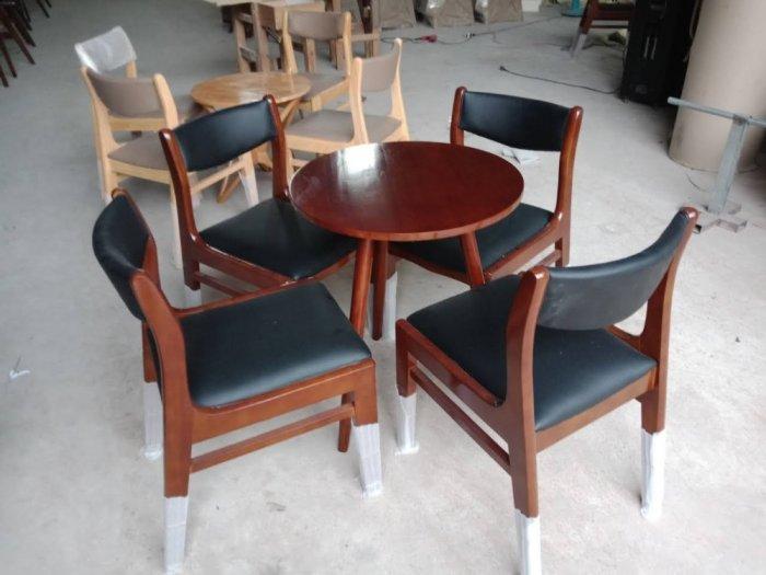 Những mẫu bàn ghế gỗ Cafe đẹp và bền tốt3