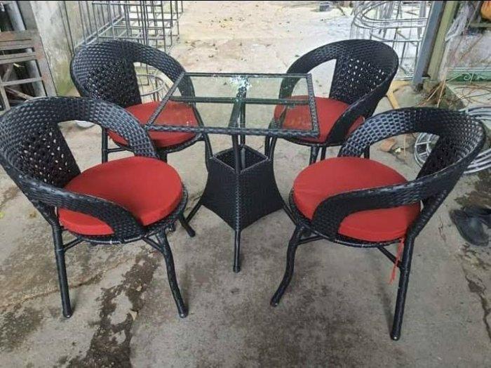Công ty cần thanh lý nhiều bàn ghế giả mây dùng cho quán cafe3