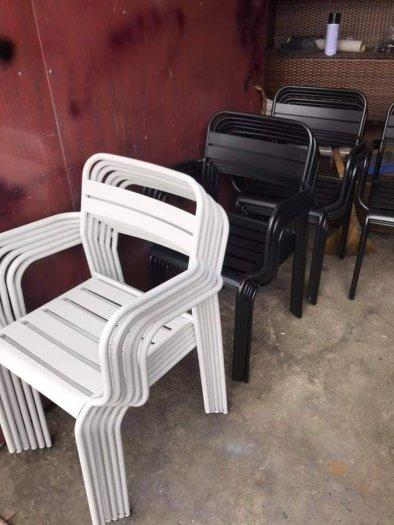 Bàn ghế sắt vuông sơn tỉnh điện màu trắng2