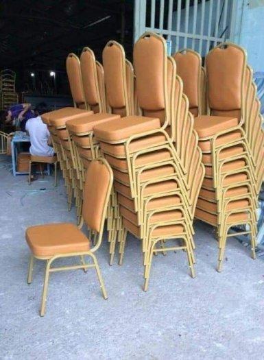 Em cần thanh lý gấp bàn ghế nhà tiệc cưới giá cực rẻ0