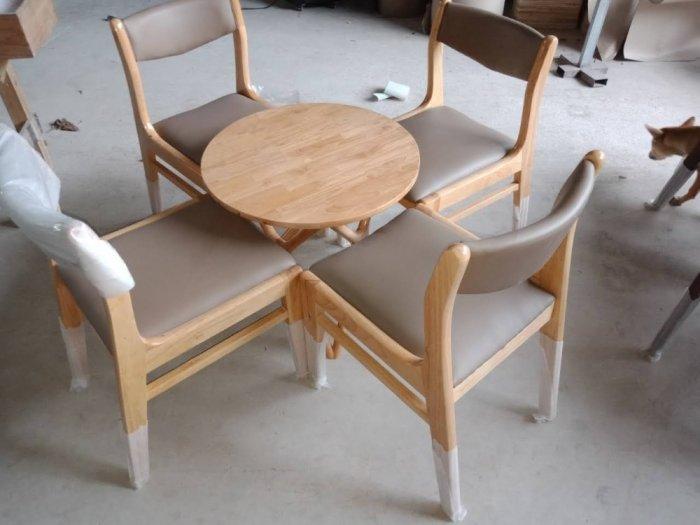 Những mẫu bàn ghế gỗ Cafe đẹp và bền tốt2