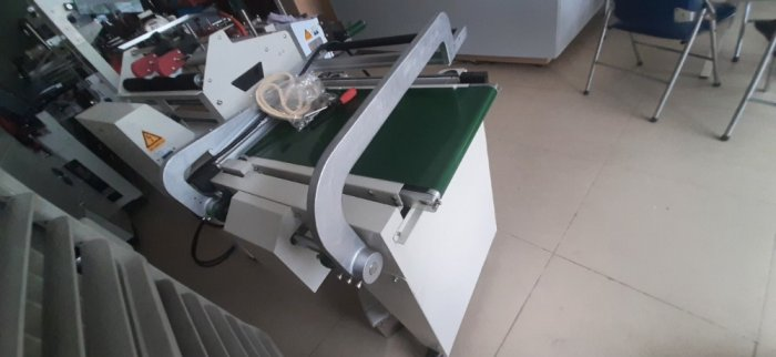 Máy cắt dán màng co POF bằng khí nén, máy đóng gói màng co hộp bán tự động1