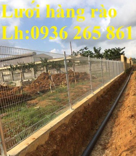 Lưới hàng rào D5a 50x150 gập 2 đầu tam giác8