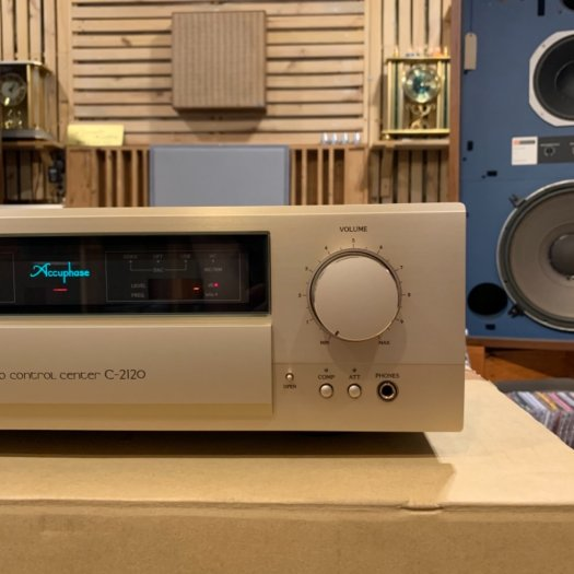 Accuphase C-21208