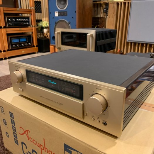 Accuphase C-21205