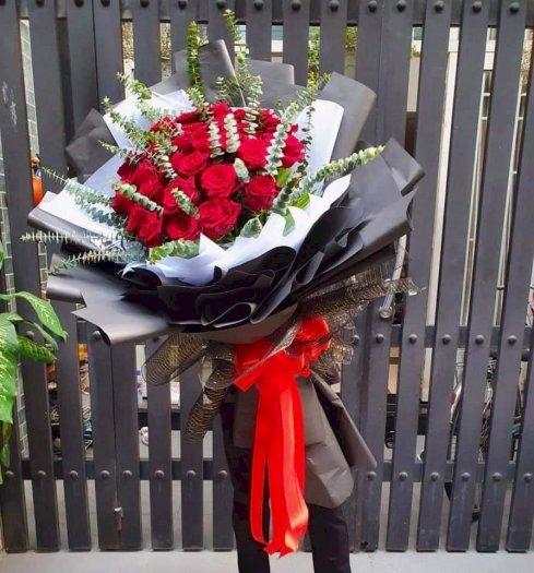 Bó hoa hồng đổ khổng lồ chúc mừng tình yêu - LDNK030