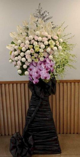 Lẵng hoa chia buồn tinh tế và sang trọng - LDNK040