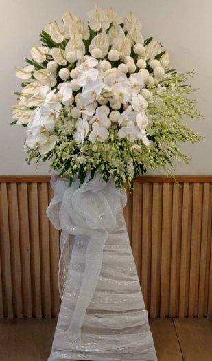 Lẵng hoa chia buồn tone trắng sang trọng - LDNK060