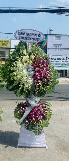 Lẵng hoa chia buồn 2 tầng lan trắng và lan hồ điệp - LDNK300