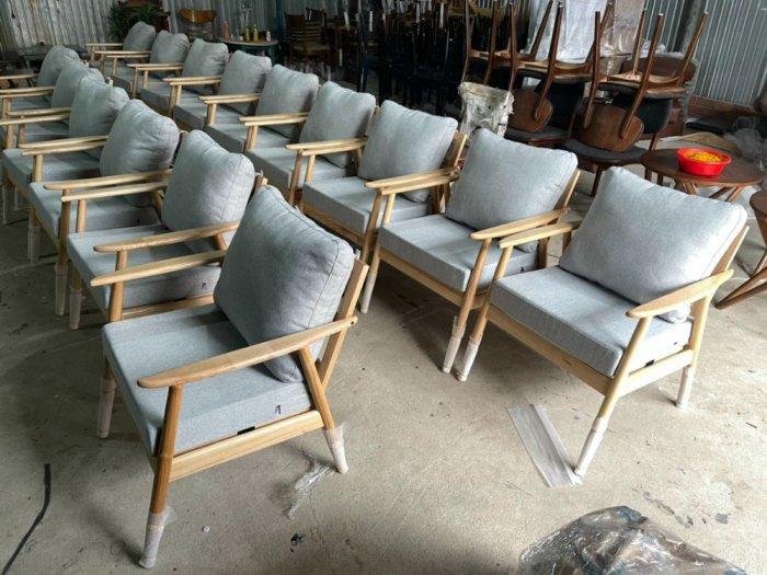 Ghế sofa gỗ ash chân tròn cho quán cafe4
