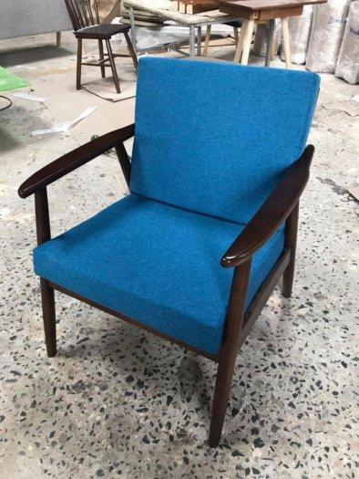 Ghế sofa gỗ ash chân tròn cho quán cafe1