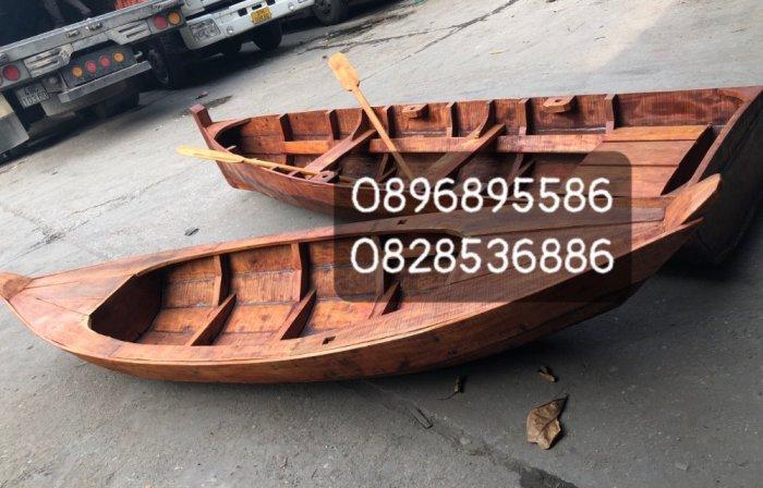 Thuyền 3 lá, thuyền gỗ tam bản trưng bày, chụp ảnh1