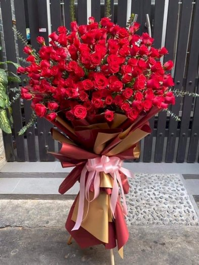 Bó hoa hồng đỏ khổng lồ chúc mừng ngày lễ tình nhân - LDNK530