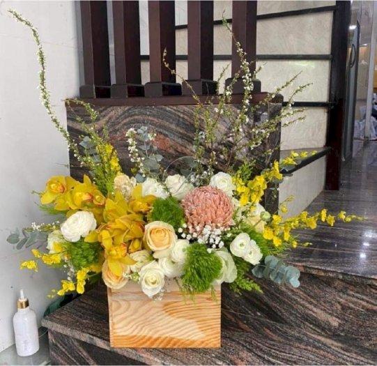 Hộp hoa chúc mừng ngày mới tươi đẹp - LDNK740