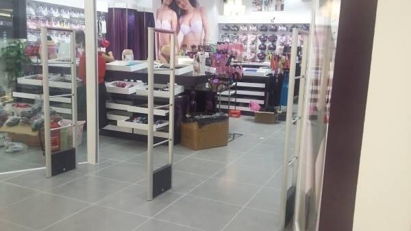 Cổng từ an ninh chuyên nghiệp cho shop thời trang của bạn0
