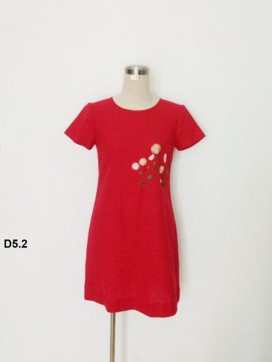 Đầm suông màu đỏ thêu bông hoa trẻ trung D5.23