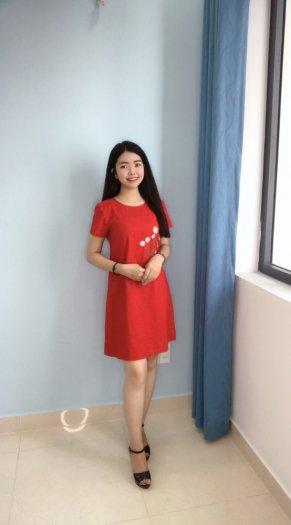 Đầm suông màu đỏ thêu bông hoa trẻ trung D5.22