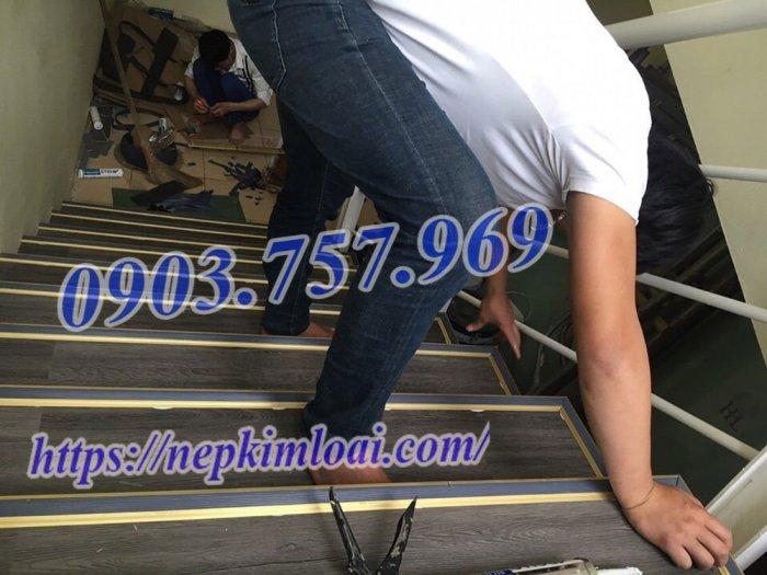 Thanh nhôm chống trơn cầu thang6