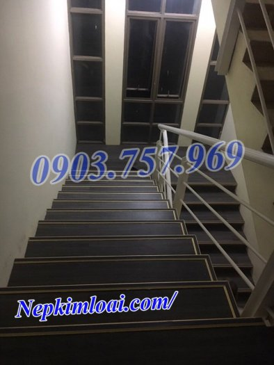 Thanh nhôm chống trơn cầu thang4