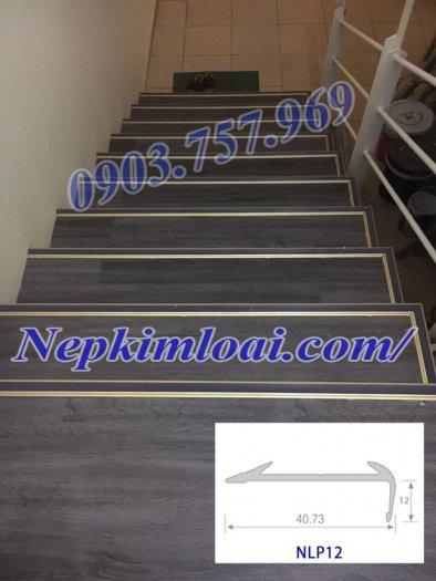 Thanh nhôm chống trơn cầu thang2