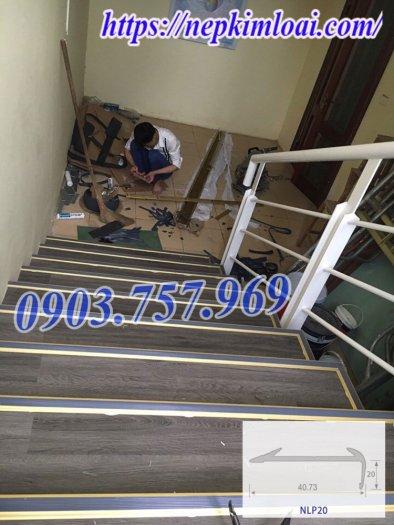 Thanh nhôm chống trơn cầu thang1