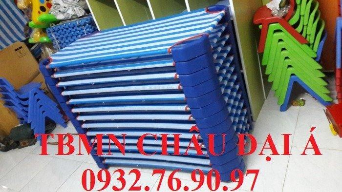 Giường mầm non sọc xanh dương2