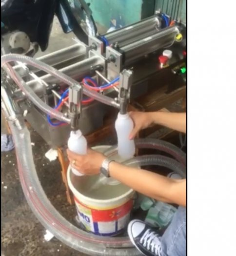 Máy chiết rót dịch lỏng hai vòi, máy chiết rót dịch thuốc thủy sản, máy chiết rót 2 vòi nằm ngang0