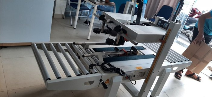 Máy dán thùng, máy dán băng dính, máy dán thùng mặt trên mặt dưới, máy dán thùng bán tự động FXA60506