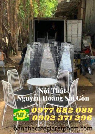 Bàn ghế sắt nệm Sơn trắng giá rẻ0