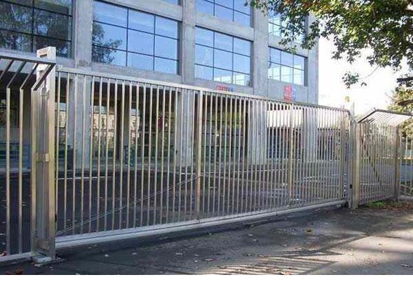 Hàng rào bảo vệ ngôi nhà Hải Minh7