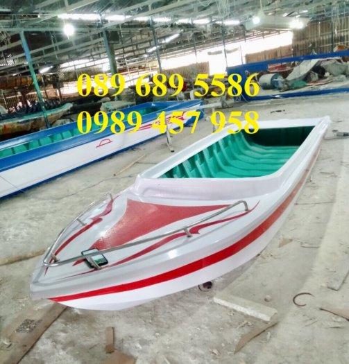 Thuyền composite chở 8-10 người, Thuyền chở 4-6 người có sẵn8