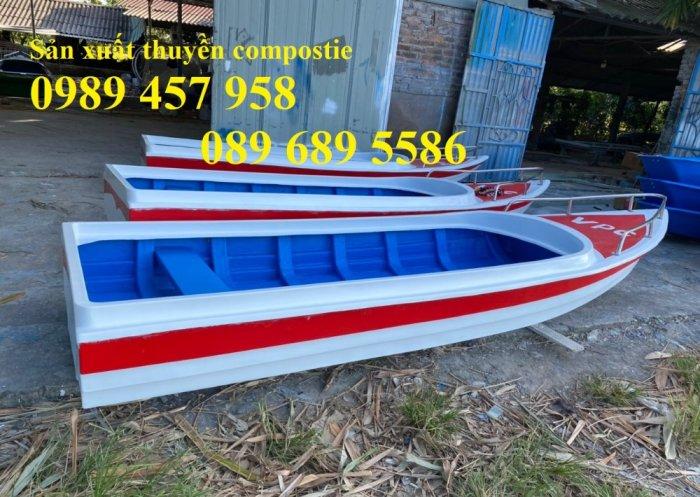 Thuyền composite chở 8-10 người, Thuyền chở 4-6 người có sẵn7