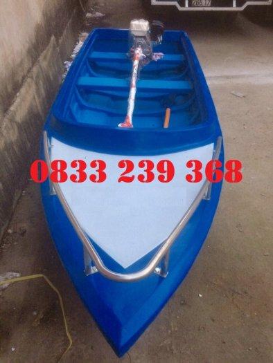 Thuyền composite chở 8-10 người, Thuyền chở 4-6 người có sẵn4