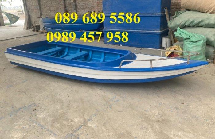 Thuyền composite chở 8-10 người, Thuyền chở 4-6 người có sẵn1