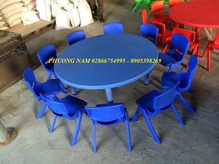 Bàn ghế cho trẻ7