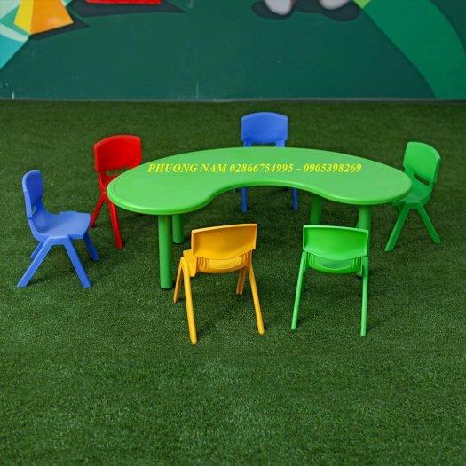 Bàn ghế cho trẻ5