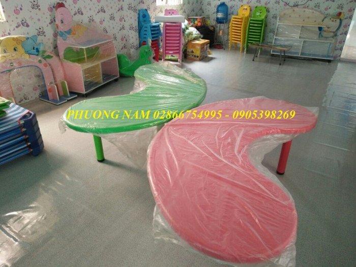 Bàn ghế cho trẻ3
