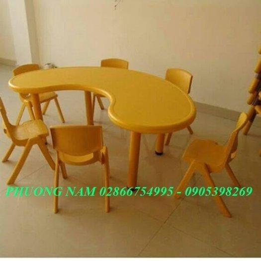Bàn ghế cho trẻ2